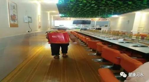 餐厅喷洒药物